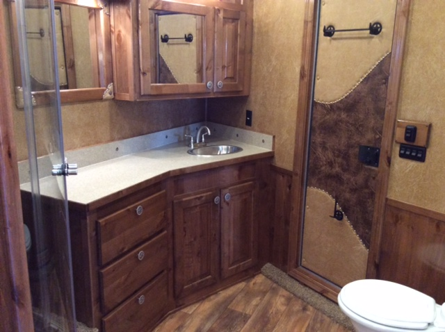 2016 Sooner Horse Trailer With Living Quarters